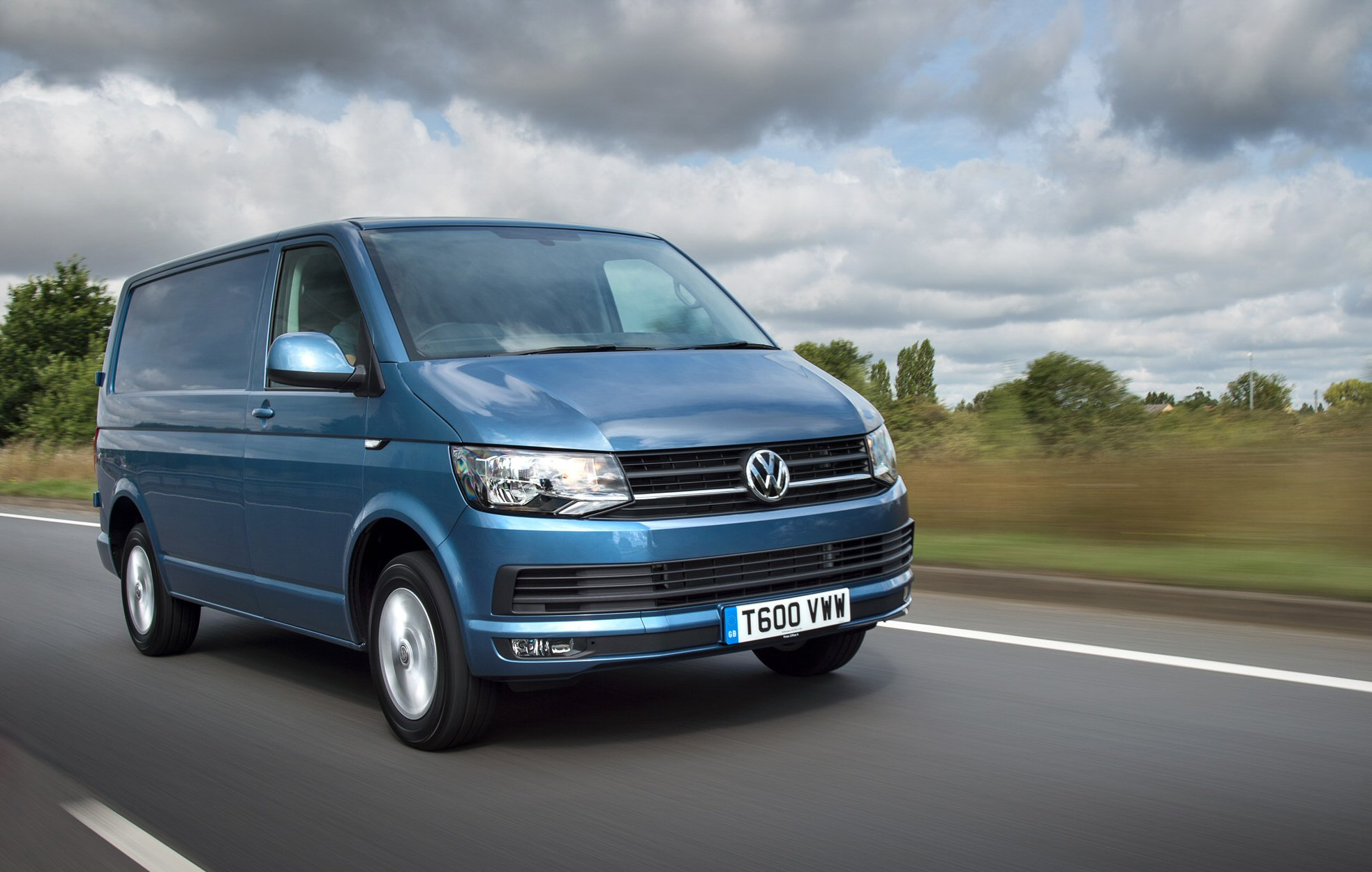 Volkswagen-Transporter-van-best-medium-van-of-the-year